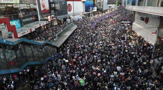 Hong Kong'ta gösterilerin 6. ayında binlerce kişi yine sokaklarda
