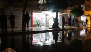 İskenderun'da sağanak yağmur hayatı felç etti