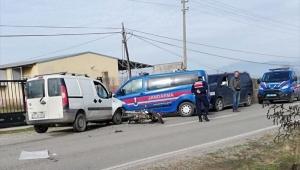 İzmir'de hafif ticari aracın çarptığı motosikletli öldü