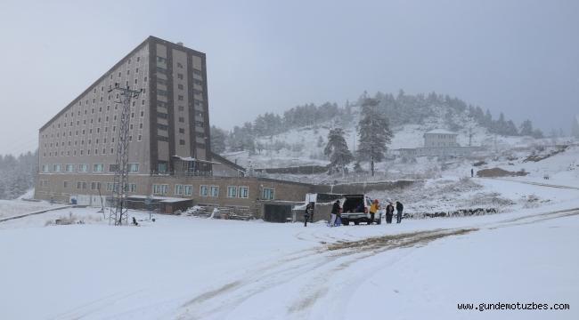 Kartalkaya yağan karla beyaza büründü