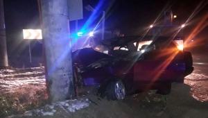 Afyonkarahisar'da otomobil elektrik direğine çarptı: 1 ölü, 1 yaralı