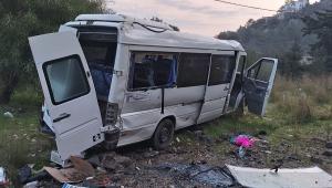 Bodrum'da işçileri taşıyan minibüs kaza yaptı: 11 yaralı