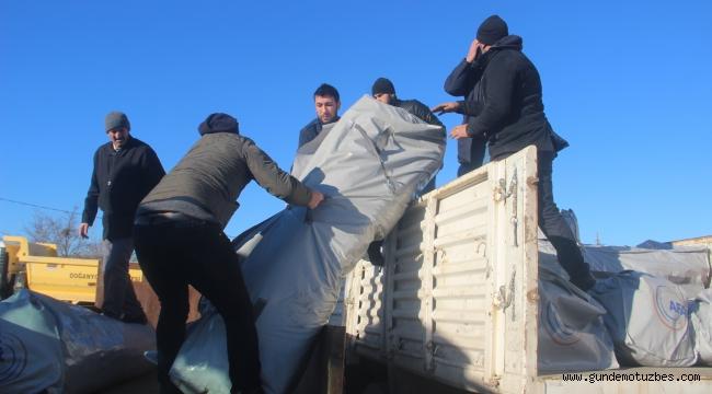 Depremzedelere çadır dağıtılmaya başlandı