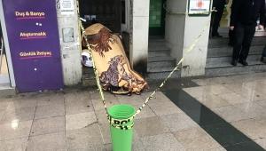 Fatih'te bir kişi kaldırımda donarak öldü