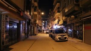 İzmir'de bıçaklı kavga : 1 ölü