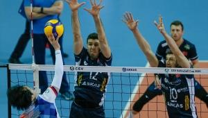Arkas Spor: 3 - United Volleys: 0