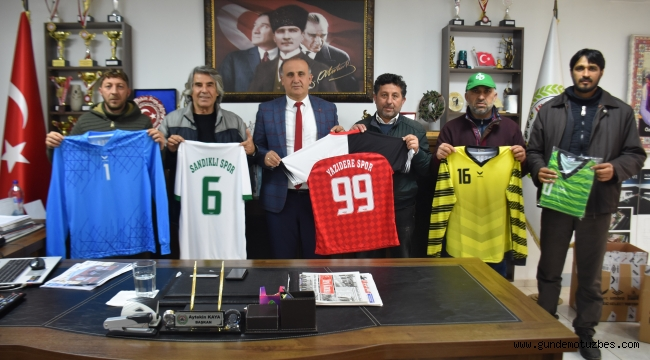 Başkan Kaya'dan spor kulüplerine forma desteği