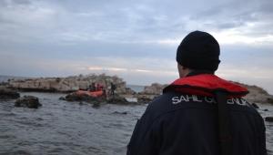 Güvercin Kayalıkları'nda mahsur kalan göçmenler kurtarıldı