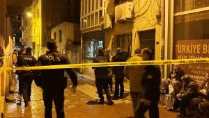 İzmir'de 3 katlı bir binanın yakınında meydana gelen patlamada maddi hasar oluştu