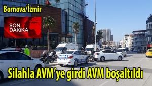İzmir'in Bornova ilçesinde elinde silahlı AVM'ye giren bir kişi nedeniyle alışveriş merkezi boşaltıldı