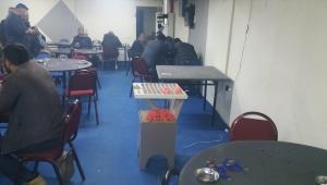 Torbalı'da mühürlü binada kumar oynayan 50 kişiye işlem yapıldı