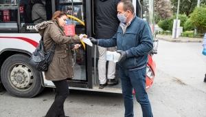 İzmir'de toplu taşımada ücretsiz maske dağıtımı başladı
