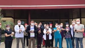 Manisa'da sağlık çalışanları için 500 güvercin uçuruldu
