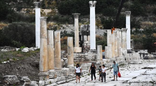 Gladyatörler kentinin şehir kapısı 1870 yıl sonra ayağa kaldırılıyor
