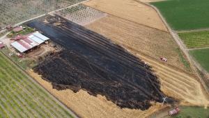 Manisa'da hasat yapılan tarlada yangın çıktı