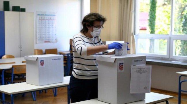 Hırvatistan'da halk genel seçim için sandık başında