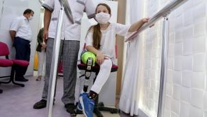 Muğla'da kamyon çarpması sonucu bacağı kesilen 9 yaşındaki Aylin protez bacağına kavuştu