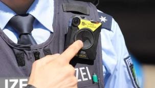 Almanya'da polisler vücut kamerası ile devriye gezecek