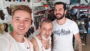 Mustafa usta, sandalet üretimine devam ediyor