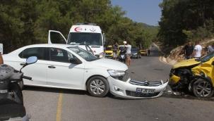 Muğla'da taksi ile otomobil çarpıştı: 6 yaralı