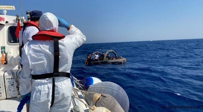 Muğla'da Türk kara sularına itilen yabancı uyruklu 54 kişi kurtarıldı