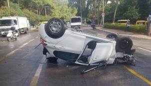 Marmaris'te istinat duvarına çarparak devrilen otomobildeki 3 kişi yaralandı