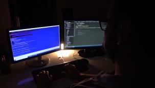 Uzmanından 'fidye virüsü' uyarısı: Bilgisayardaki tüm dosyaları rehin alıyor