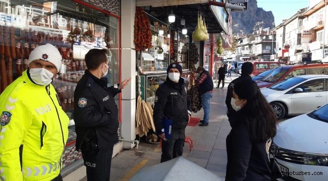 Afyonkarahisar'da cadde ve sokaklarda korona virüs denetimi