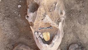 Mısır'ın antik kenti Taposiris Magna'da 2 bin yıllık altın dilli bir mumya keşfedildi
