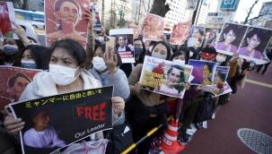Myanmar'daki askeri darbeye tepkiler dinmiyor